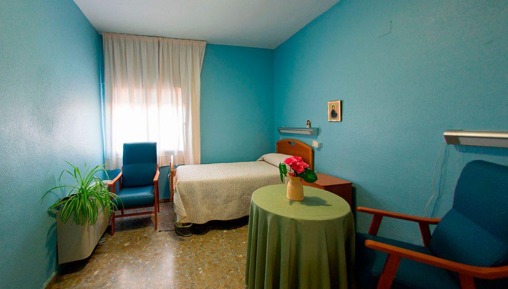 dormitorio individual de nuestros residentes en la residencia de Castilla-La Mancha
