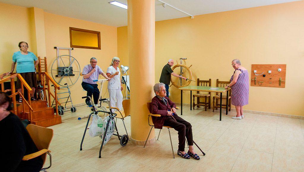 desarrollo de movilidad con fisioterapia para ancianos en nuestro gimnasio en residencia zarzuela en la comunidad de Castilla-La Mancha