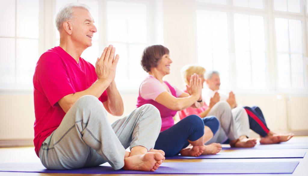 Clases de yoga para mayores, la mejor forma de moverte