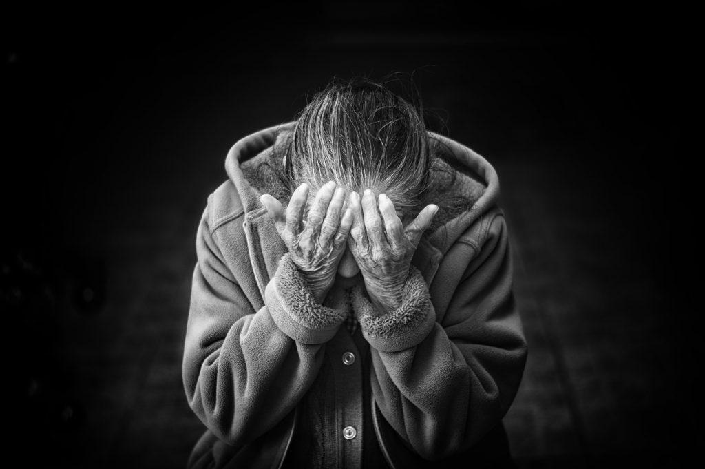 ¿Cómo prevenir el comportamiento agresivo en personas mayores?