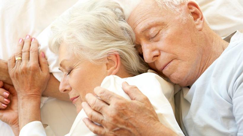 beneficios del sueño pareja