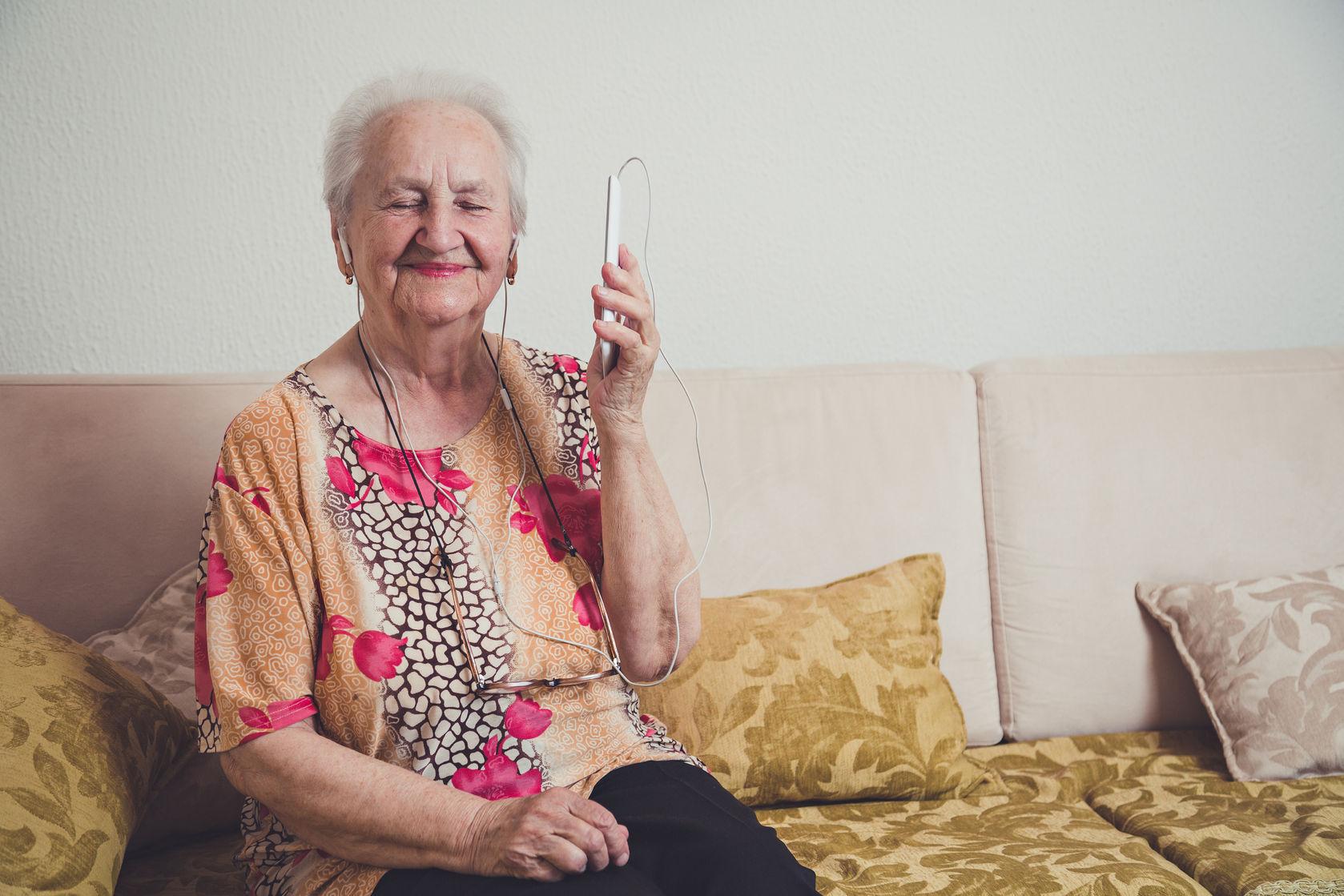 Mantenerse en contacto a través de la tecnología ayuda a la salud mental