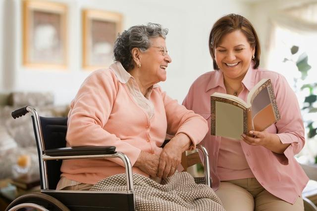 Beneficios socializar personas mayores