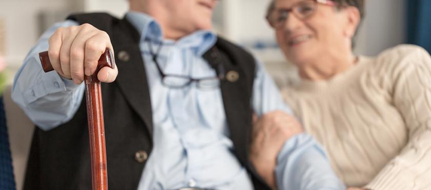Causas de las caídas en personas mayores