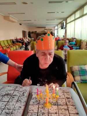 Fiesta de cumpleaños para la tercera edad