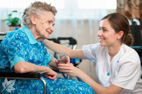 trabajar con personas mayores ancianos residencia la zarzuela