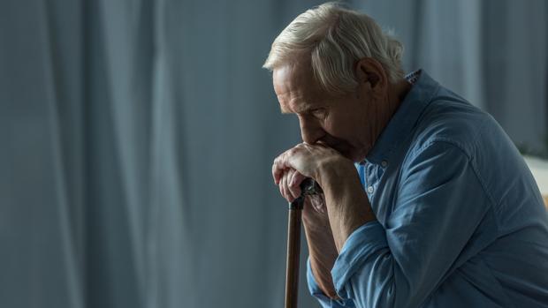 soledad ancianos hombre