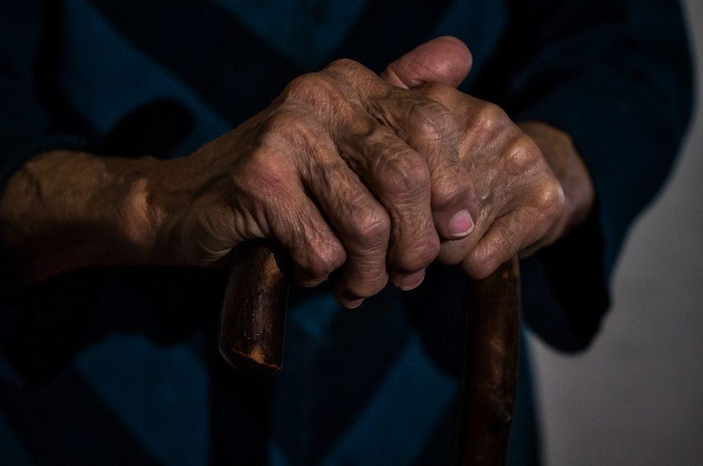 Esclerosis múltiple en ancianos: síntomas y tratamientos
